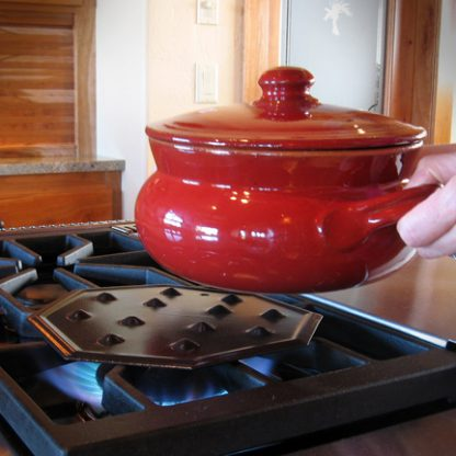 clay pot cooking with heat diffuser on burner